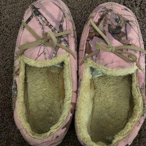 b7905e1e3499d Mossy Oak. Women moccasins slippers